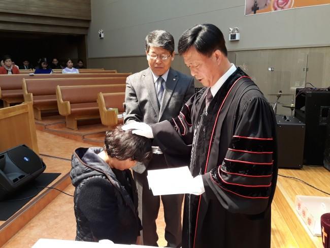 정기순 성도 세례사진 (4).jpg